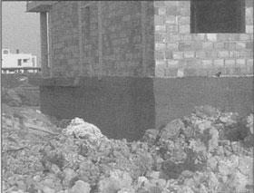 Cimentación enterrada y muy cercana al nivel freático ya que toda la superficie de cimentación está siendo tratada.