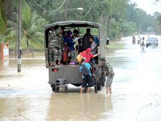 banjir 2012,banjir kilat di terengganu,banjir di kuantan,banjir pantai timur