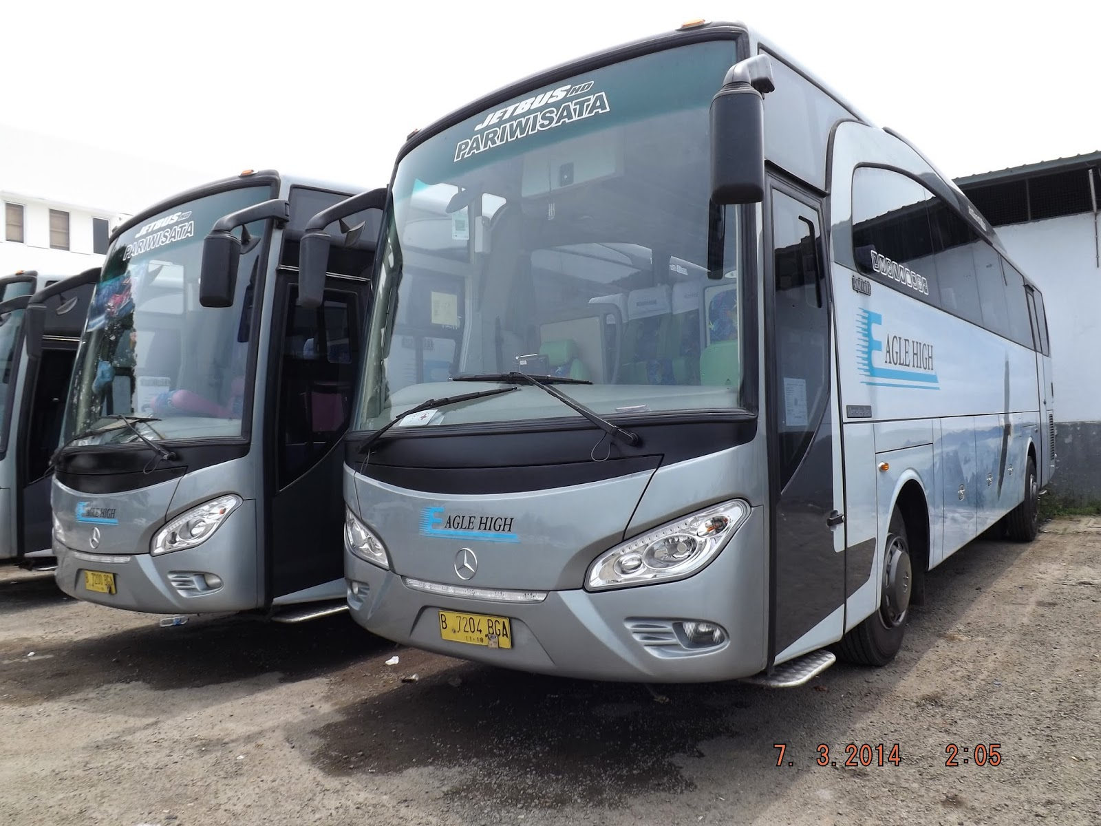 Bus pariwisata william
