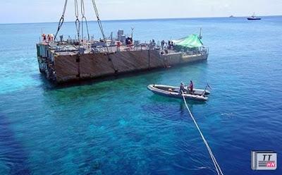 """Đội cứu hộ đã phải giải cứu một tàu quét mìn của Hải quân Mỹ bị mắc cạn tại rạn san hô Tubbataha bằng cách """"xẻ thịt"""" con tàu"""
