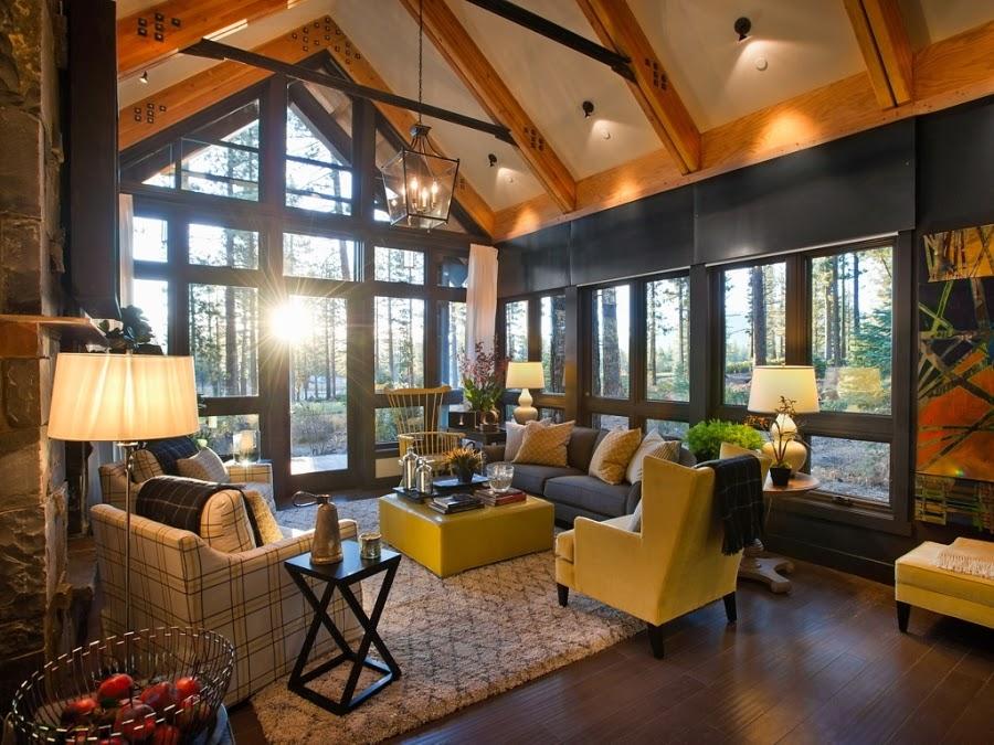 dom, wnętrza, wystrój wnętrz, dom drewniany, duże okna, styl klasyczny, salon, kanapa, fotel, lampa