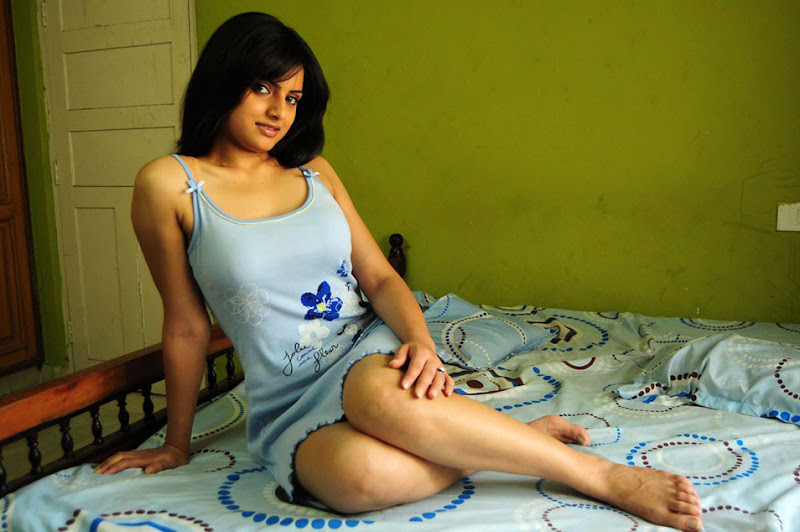 Ritu kaur Spicy Stills  Chandan Telugu Movie Fame Gallery wallpapers
