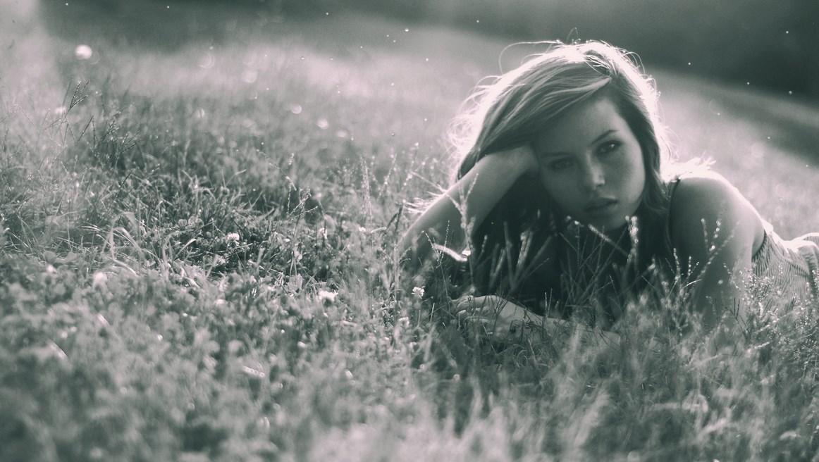 foto Konseptual hunting model foto hitam putih agency jakarta