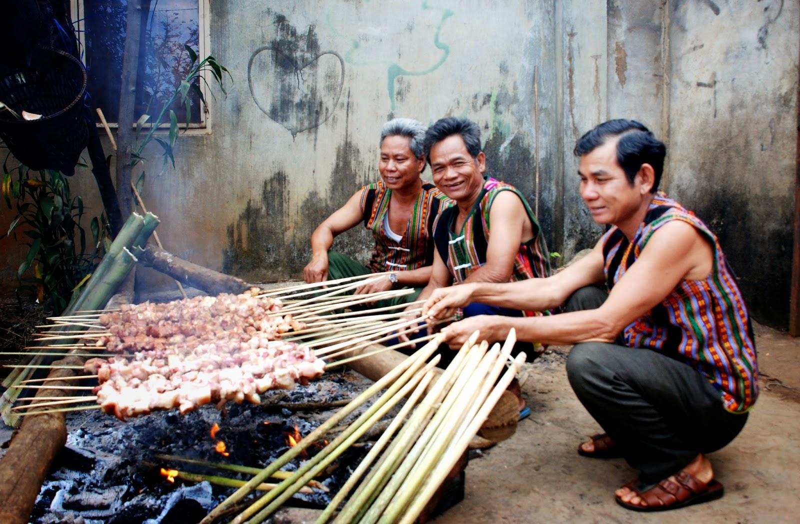 Độc đáo ẩm thực nấu ống lồ ô Kon Tum 8
