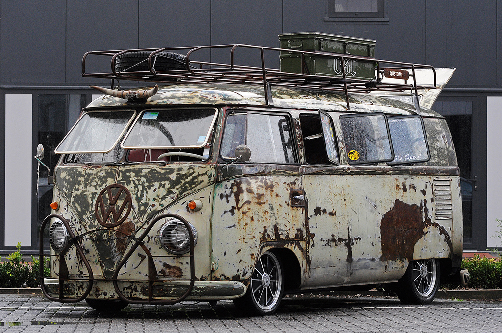 rusty bus wallpaper vw bus wagon. Black Bedroom Furniture Sets. Home Design Ideas