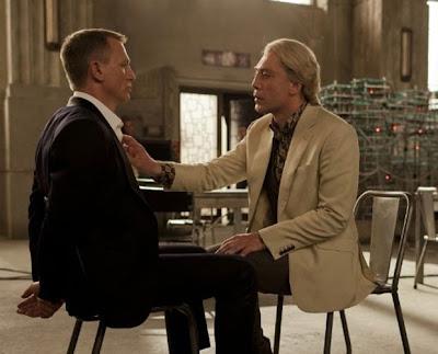 Daniel Craig, como James Bond, e Javier Bardem, como Raoul Silva, em uma das cenas de '007 - Operação Skyfall' (Foto: Reprodução)