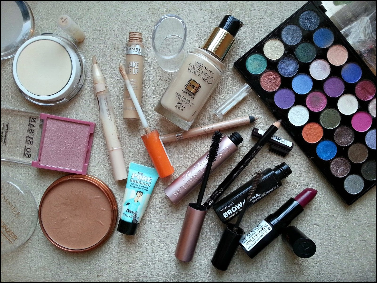 Makeup Revolution Eyes like angels eye shadow palette