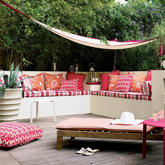 25 ideias para decorar um quintal pequeno cores da casa for Patio seating area ideas