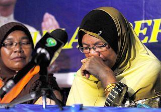 Ibu Menangis, Berdoa Anak Kalah Kerana Jadi Calon PKR
