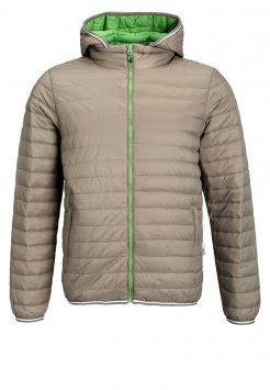 abbigliamento invernale per la montagna