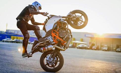 Tay lái môtô Slovakia biểu diễn mạo hiểm tại Việt Nam