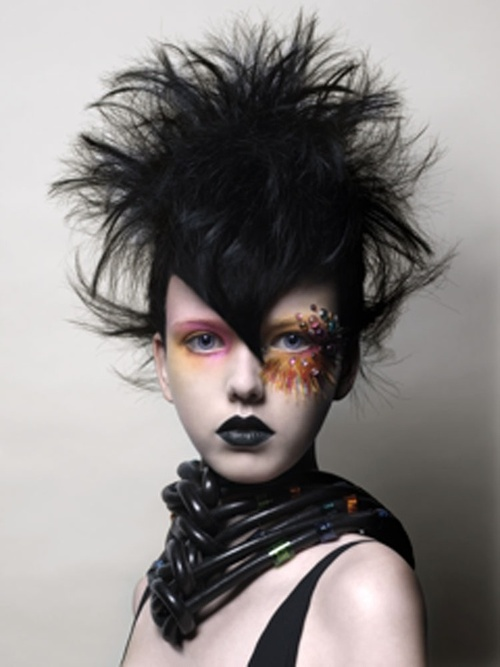As We Know The Gothic Punks Style Is Emphasized Individuality By Allowing Colors To Be Added FreelyReds Blues And Purples Make Hair Stylish