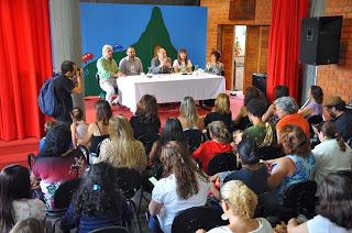Mesa de abertura com (E) os professores Delmo Ferreira, Alexandre Cadilhe e Jorge Bragança, e as escritoras Andrea Taubman e Cristina Villaça.