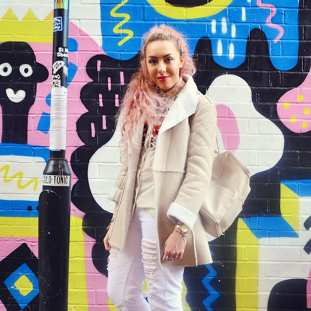Slouch Fit Boyfriend White Jeans Boohoo Blogger Stephi LaReine with pink hair