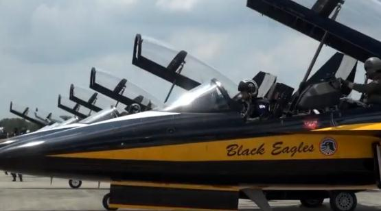http://theaviationist.com/2014/02/16/black-eagles-singapore/