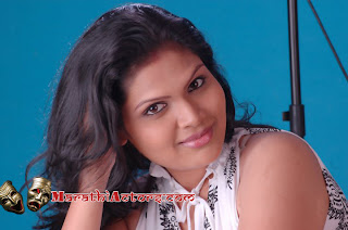 Komal Jadhav photos