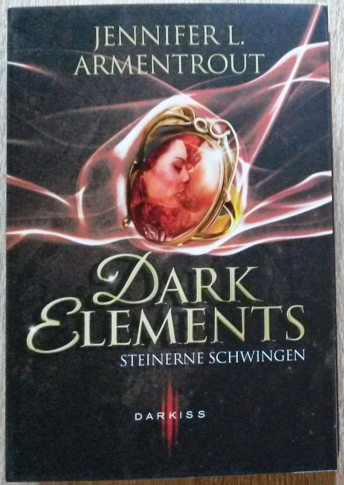 http://druckbuchstaben.blogspot.de/2014/08/gewinnspiel-zu-dark-elements.html