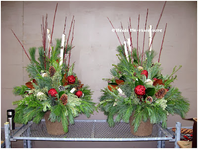 Heidi Horticulture Natural Outdoor Winter Container Urn Design
