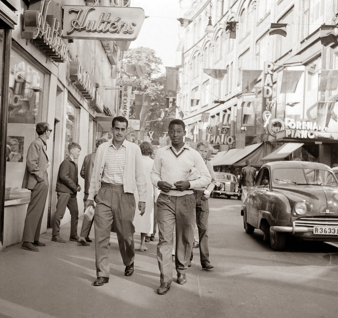 A 17 year-old Pele on a street of Sweden before the 1958 World Cup color