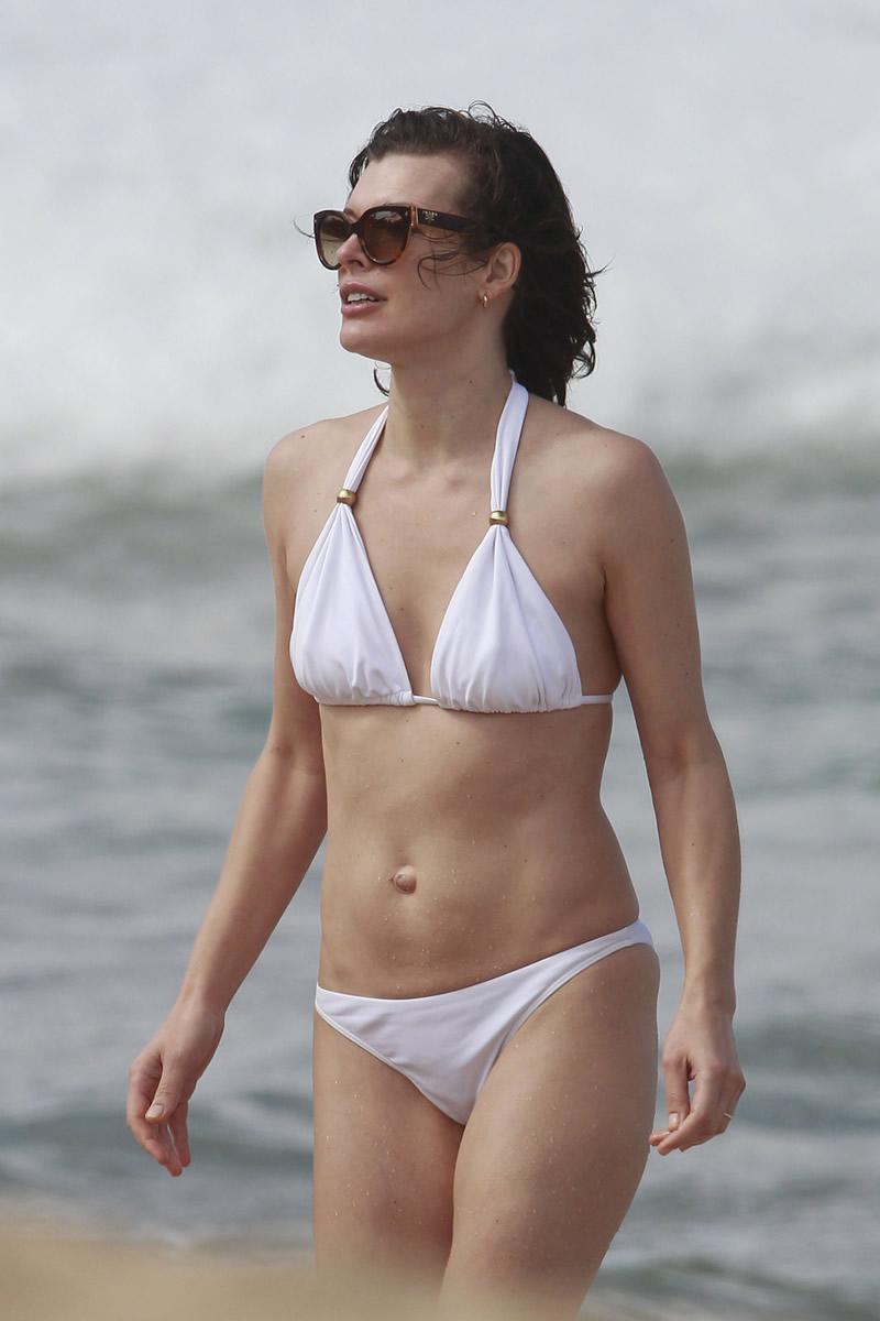 Milla Jovovich In Bikini