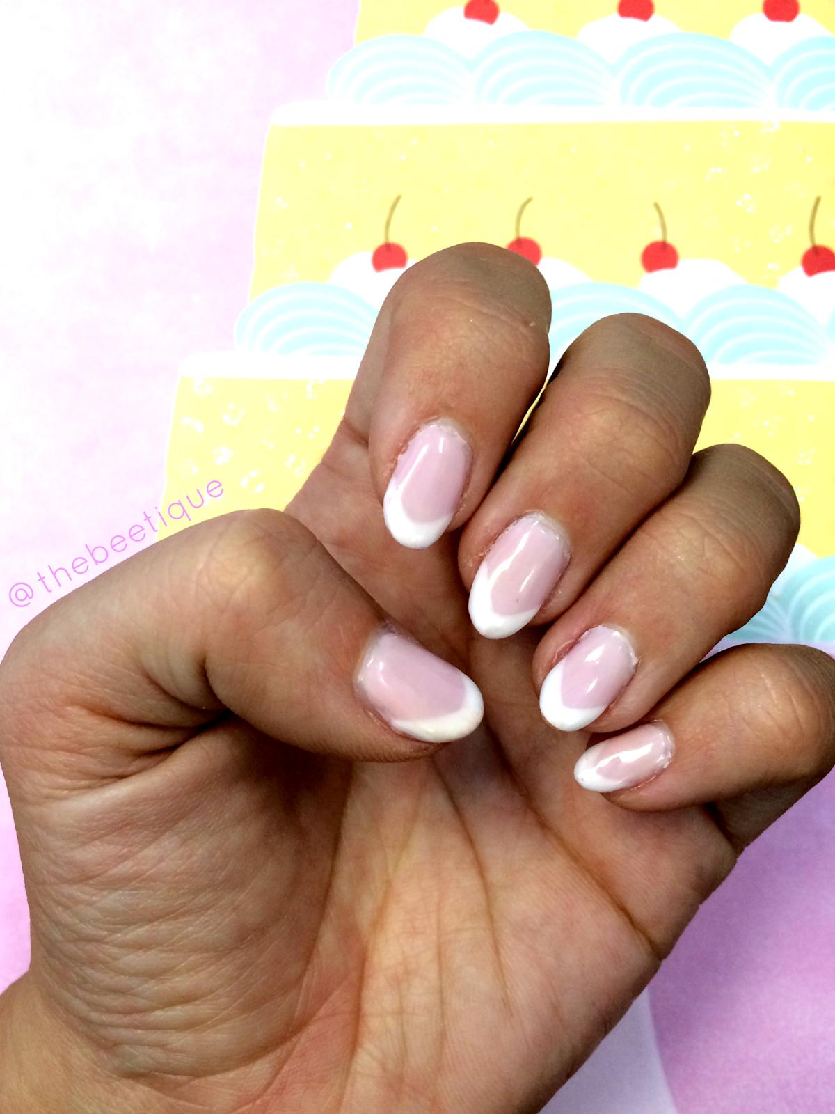 Маникюр французский на миндалевидных ногтях