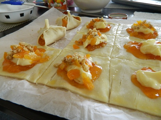 Rum-Flavoured Apricot Pastries