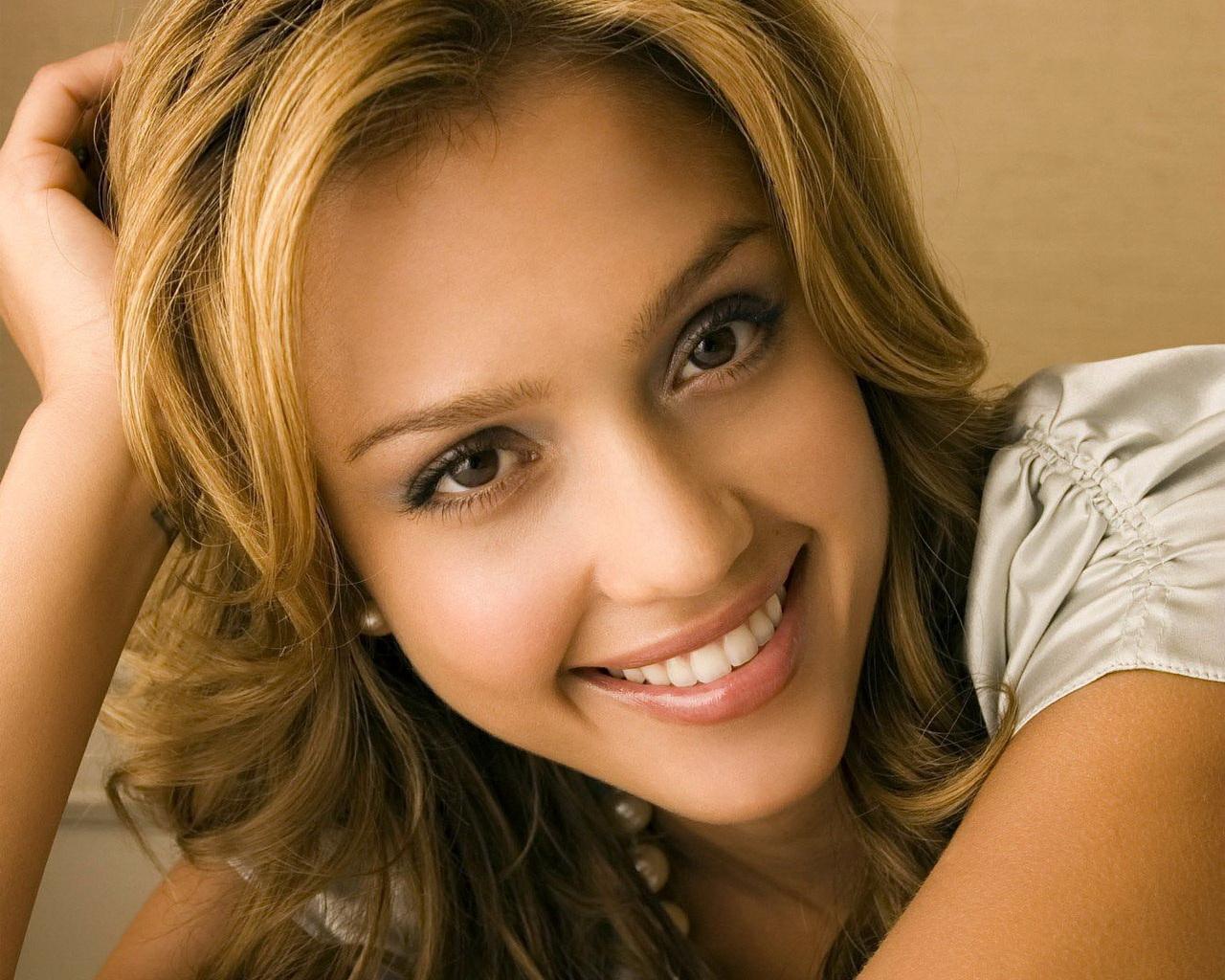 http://3.bp.blogspot.com/-QeNfF6fKAX4/TsXr248gOCI/AAAAAAAACAE/8DMi563nXmE/s1600/Jessica%2BAlba%2B%252851%2529.jpg