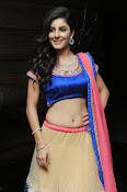 Isha talwar latest glam pics-thumbnail-4