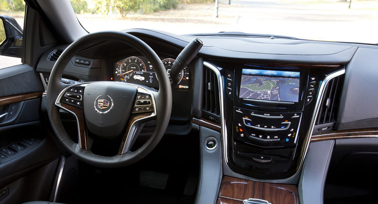 Cadillac Escalade Ext 2017 >> Cadillac to Replace 2015 Escalade's Dashboard Cover After Running Into Airbag Trouble