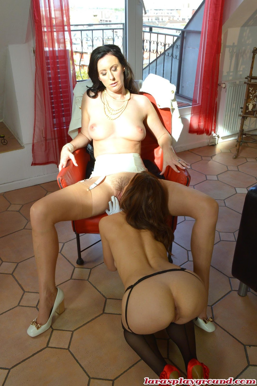 lesbian mom seducing young girl video