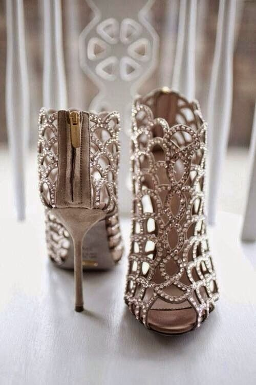 High-heel Shoes With White Diamons