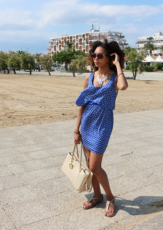 How to style a blue print dress