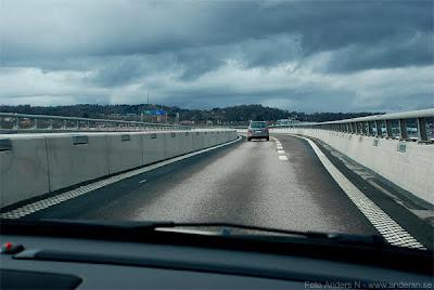 day and night, dag och natt, bro, väg, bilväg, slakthusleden, nybyggd bro, röde orm, göteborg, foto Anders N