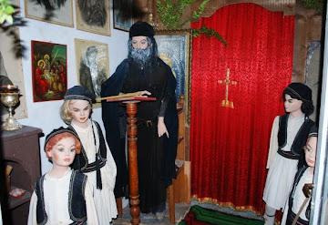 Το χθές του Μοναστηριού μας  ευλογεί  και μας δυναμώνει . Το κρυφό Σχολειό στο κάτω μέρος της Μονής