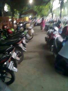 Tempat parkir di pasar Sidoharjo, Lamongan