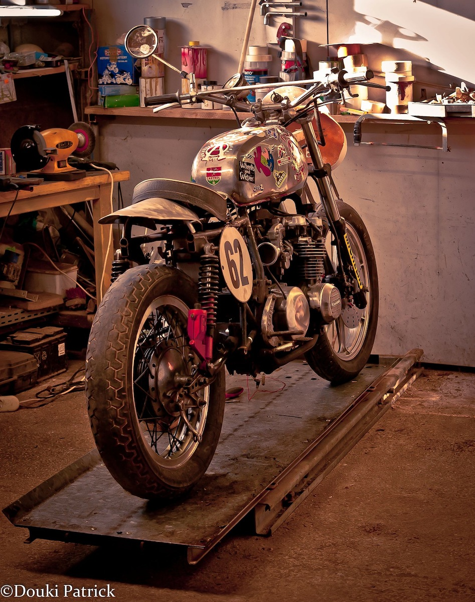 Z500 dirt track by patrick douki inazuma caf racer for Dirt track garage