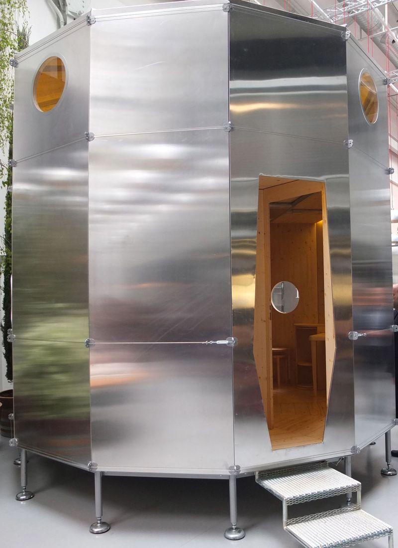 Die wohngalerie charlotte perriand refuge tonneau for Design nachbau