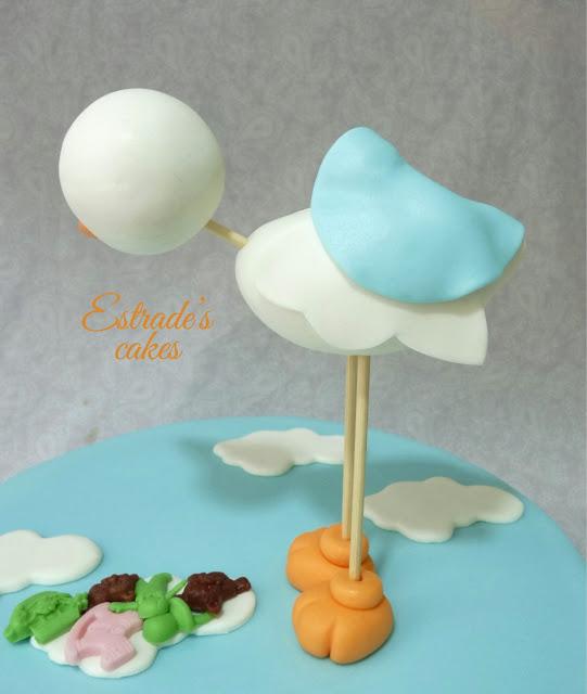 cigüeña de fondant para una tarta de bautizo 3