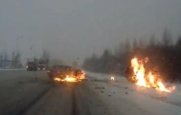 Terrible accidente con coche en llamas