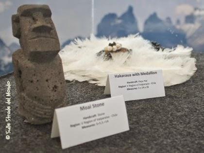 statuina raffigurante un moai dell'isola di Pasqua
