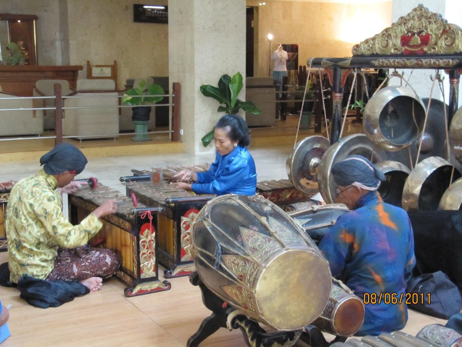 Gamelan | Indonesian orchestra | Britannica.com