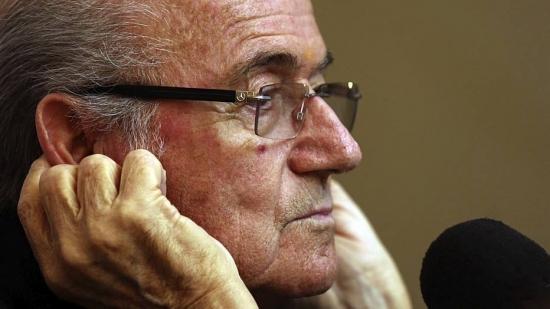 Após escândalos de corrupção, Blatter deixará o cargo de presidente da Fifa em 2016