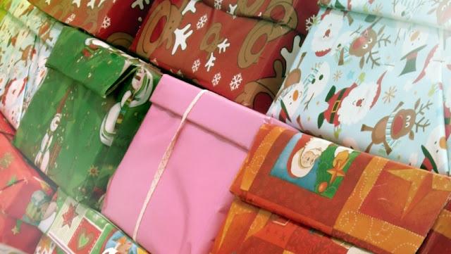 weihnachten im schuhkarton 2015,weihnachten im schuhkarton kritik,weihnachten im schuhkarton was darf rein,weihnachten im schuhkarton sammelstellen,weihnachten im schuhkarton deutschland,weihnachten im schuhkarton aufkleber,weihnachten im schuhkarton abgabestellen,weihnachten im schuhkarton flyer