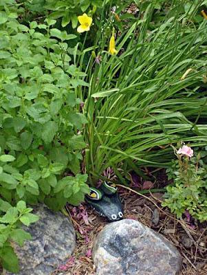painted rocks critter alligator head garden yart art decor