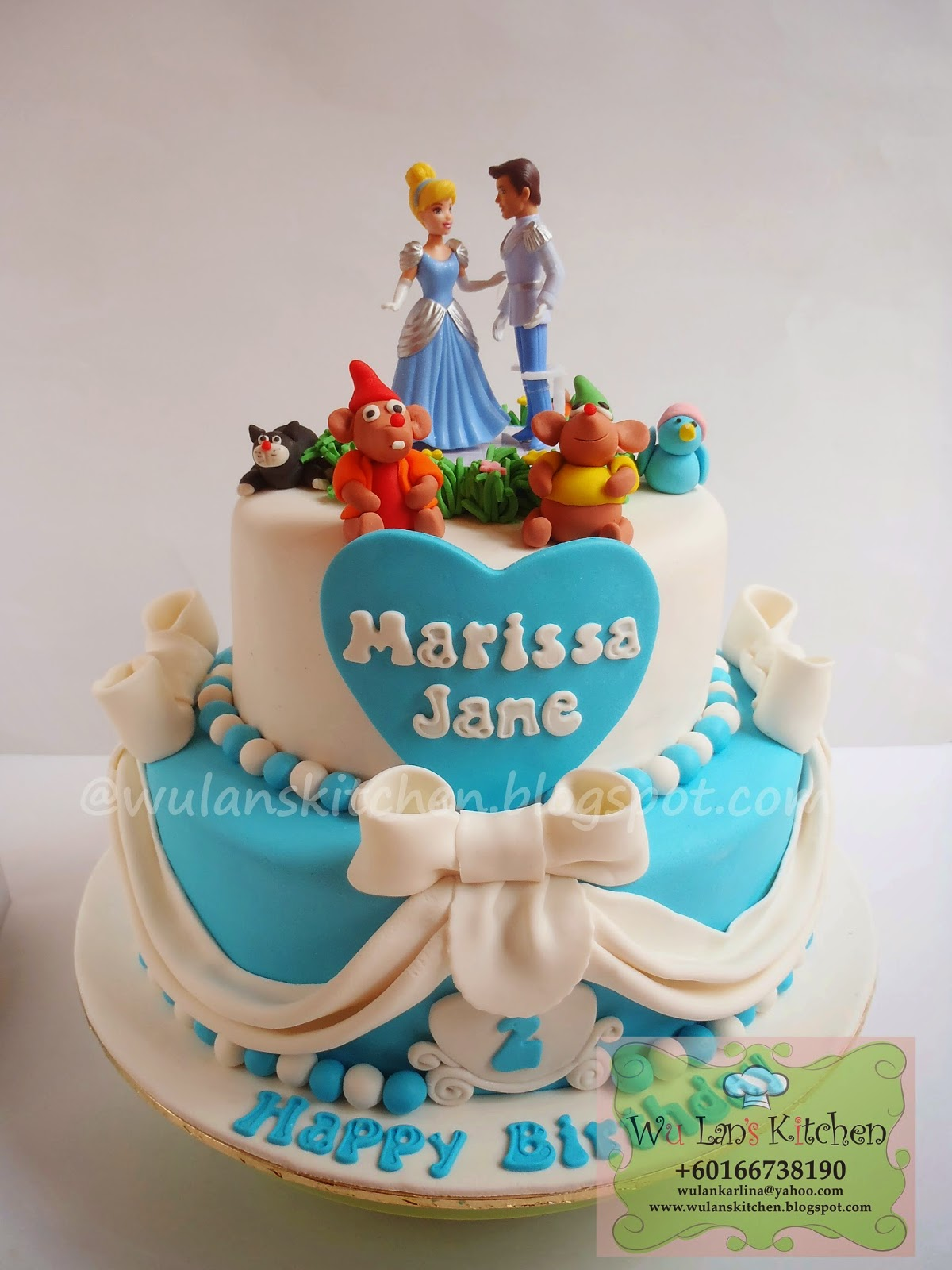 Wu Lans Kitchen Cinderella themed cake and cupcakes
