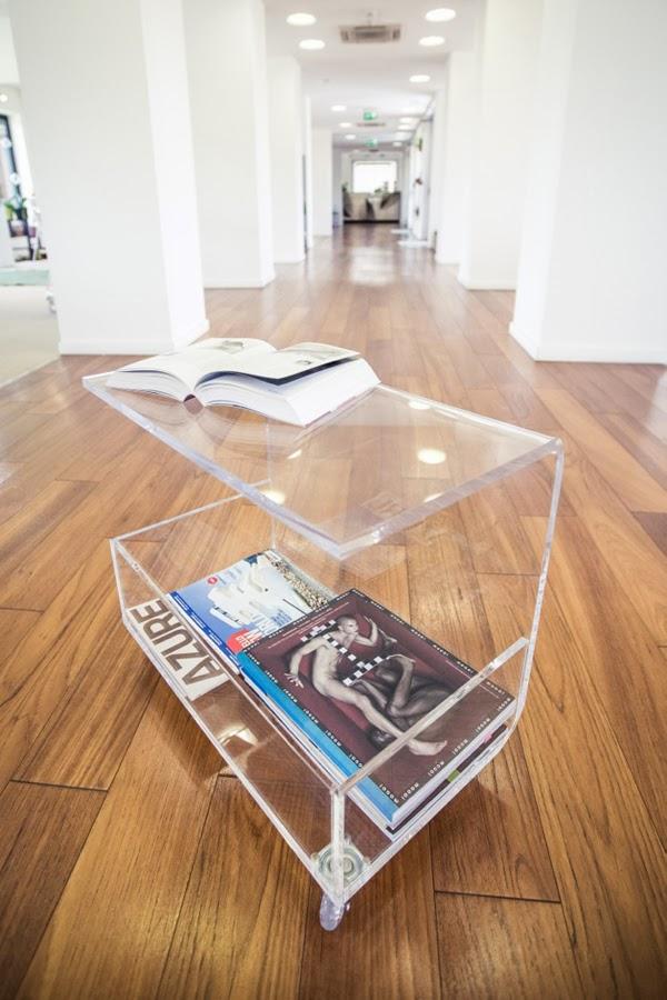 tavolino design moderno in plexiglass trasparente