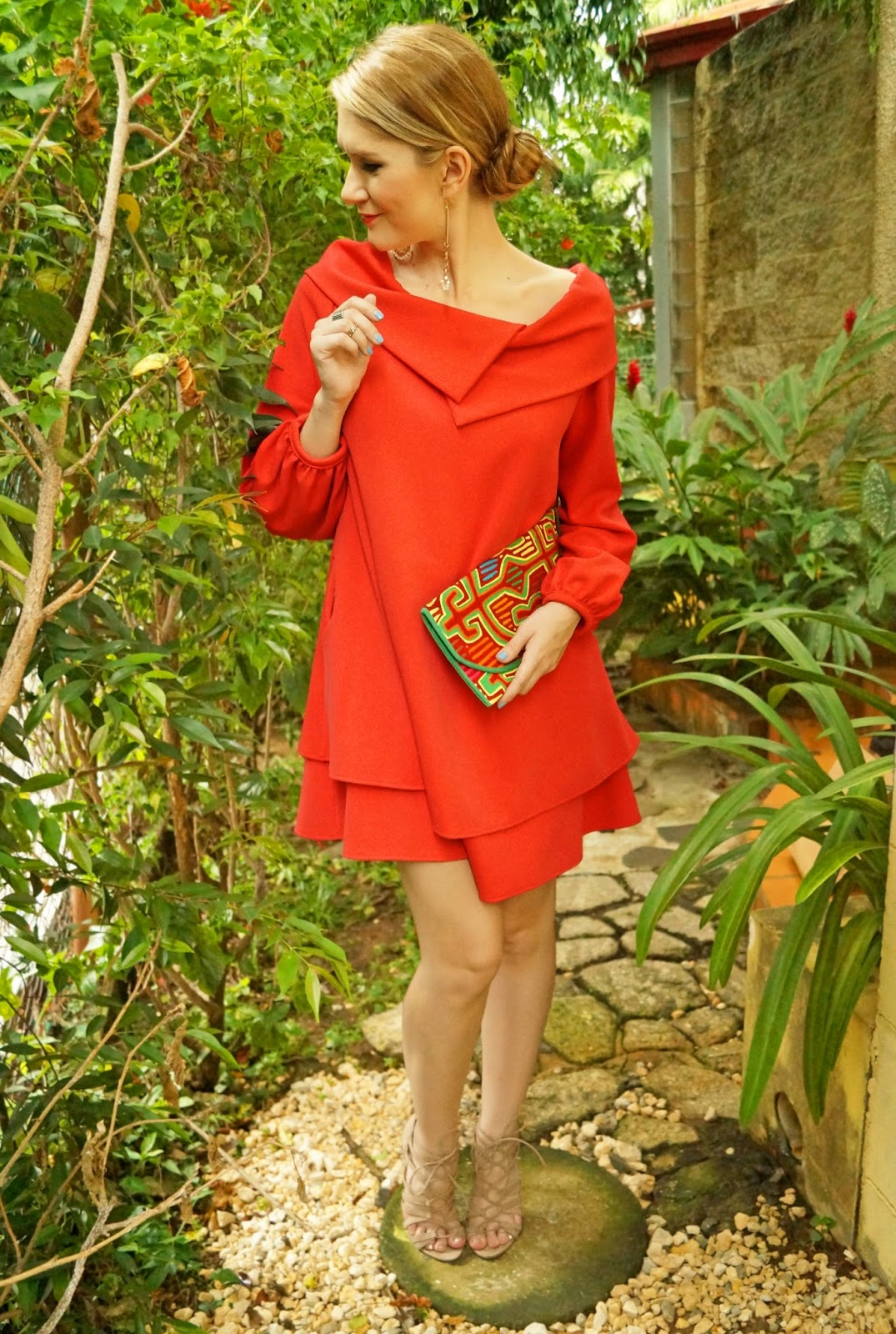 Who says fashion should be uncomfortable?! This loose red dress looks SO classy and yet so comfy!
