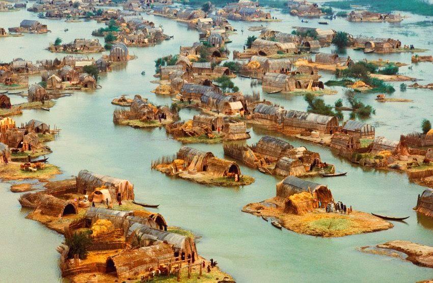 منازل الأهوار العراقية العائمة