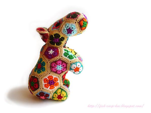 Гиппопотам/Бегемот из мотивов африканский цветок - мягкая игрушка связанная крючком