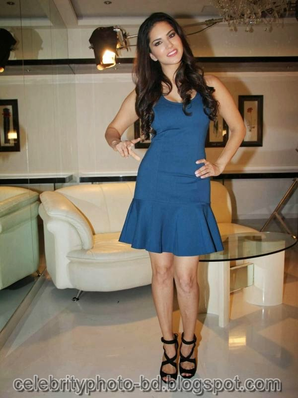 Sunny+Leone+Photos+in+Short+Dress+at+MTV+Webbed+In+Mumbai+Drama+Series+Shooting005